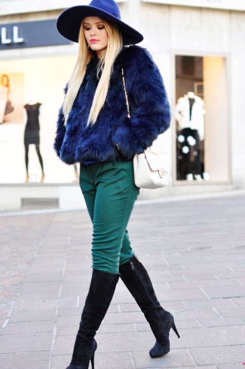 2-wide-brim-hat-with-fur-jacket-and-jeans